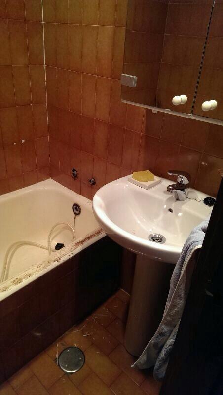 Cuanto cuesta quitar la ba era y poner un plato de ducha for Cuanto cuesta los accesorios para bano
