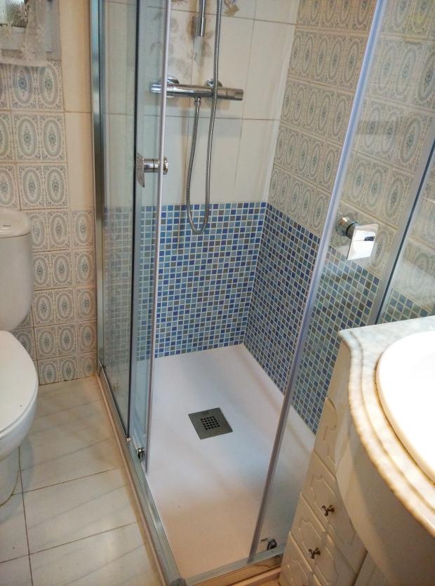Reforma Baño Banera Por Ducha:Reformas de verano! Cambio de bañera por plato de ducha terminado