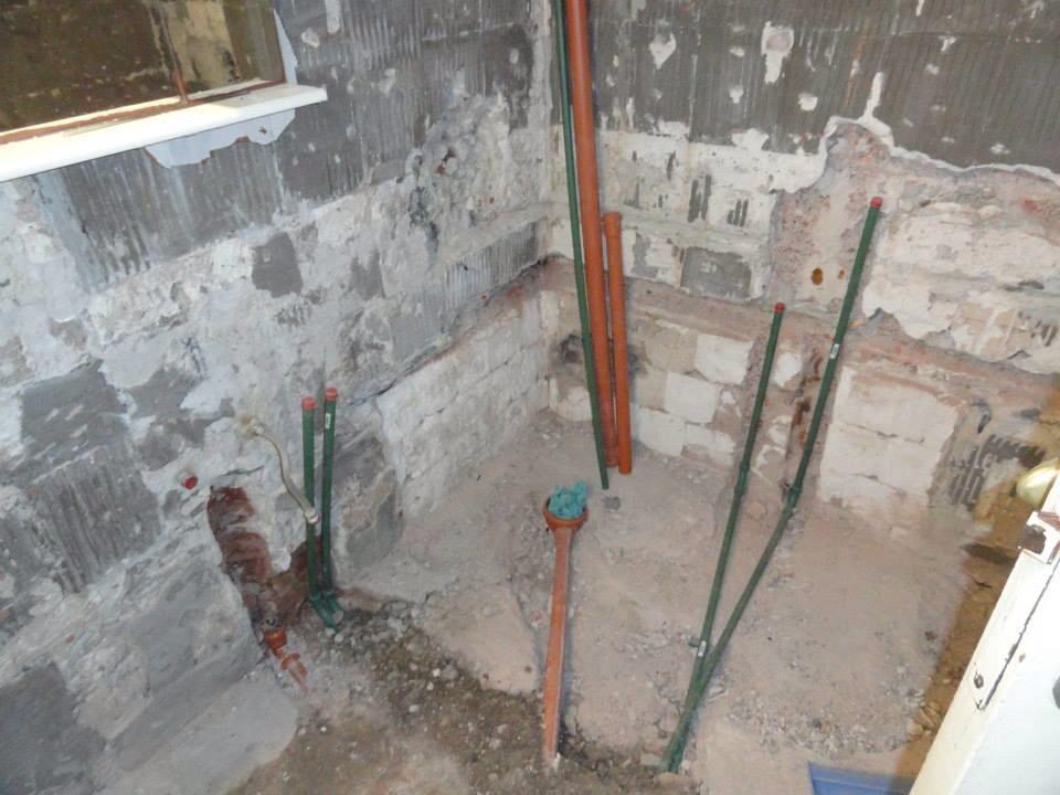 Cuanto Cuesta La Loseta Para Baño: la lavadora la idea es quitar la bañera e instalar un plato de ducha