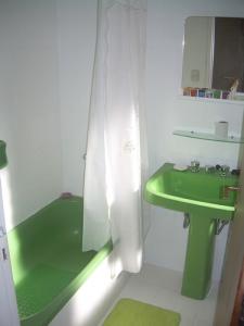 01 - Reforma de dos baños con gresite de vidrio.