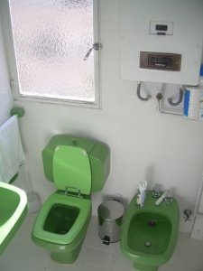 021 - Reforma de dos baños con gresite de vidrio.