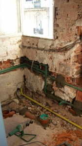041 - Reforma de dos baños con gresite de vidrio.