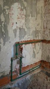 051 - Reforma de dos baños con gresite de vidrio.