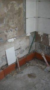 071 - Reforma de dos baños con gresite de vidrio.