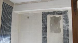 091 - Reforma de dos baños con gresite de vidrio.