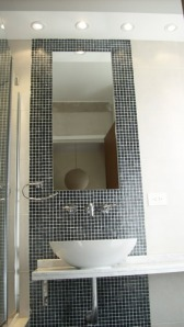 161 - Reforma de dos baños con gresite de vidrio.