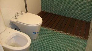 17 - Reforma de dos baños con gresite de vidrio.