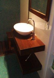 19 - Reforma de dos baños con gresite de vidrio.