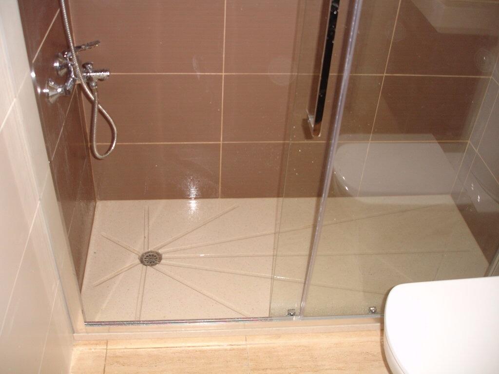 Ba os con plato de ducha fotos for Accesorios para platos de ducha