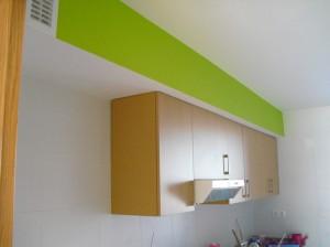 barniz-en-armarios-y-pared-en-color