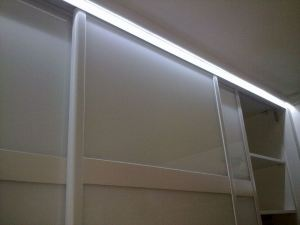 tira led en armario luz indirecta 2