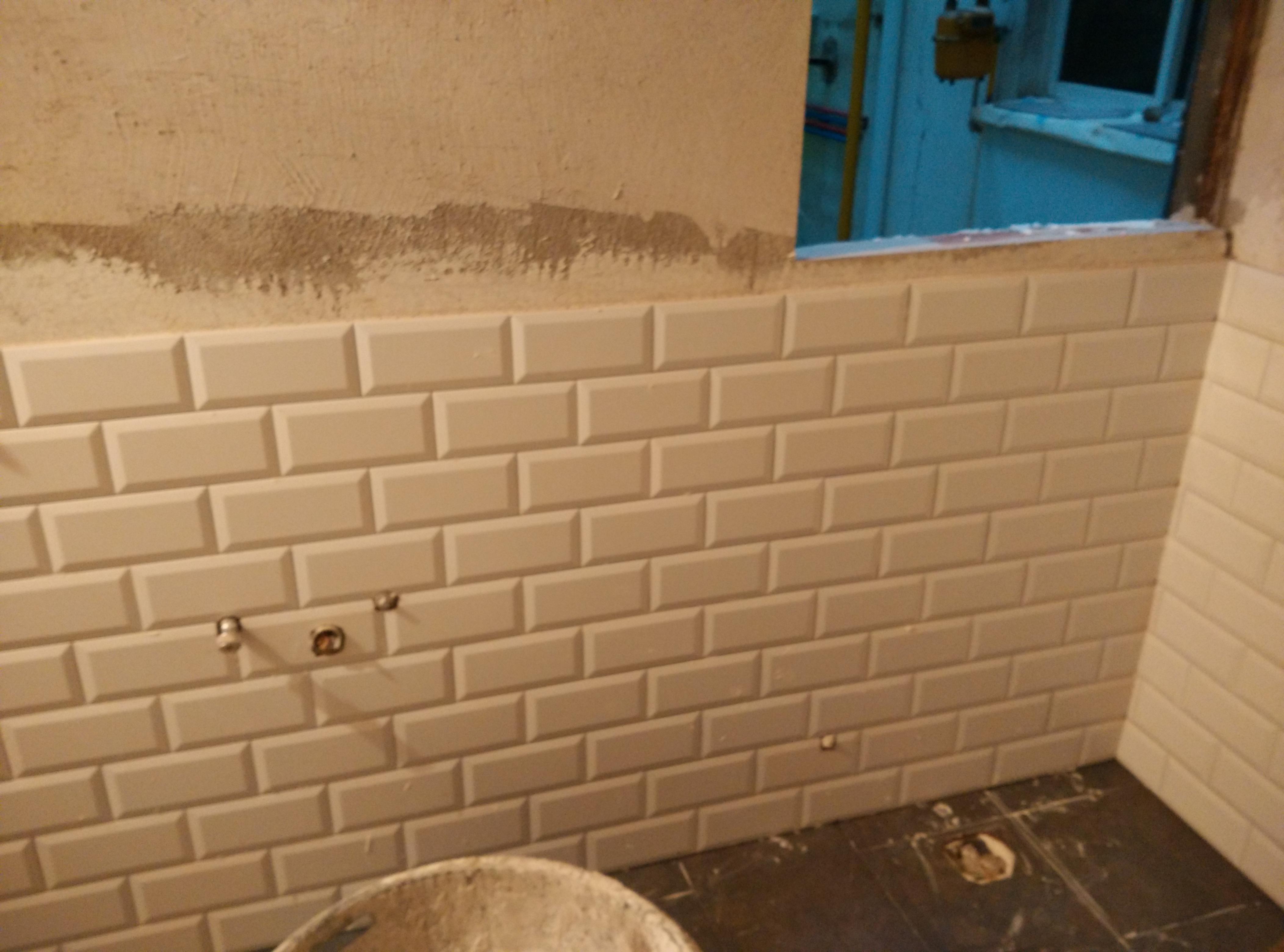 Baños Azulejos Media Altura:Azulejamos a media altura con azulejo 20×10 Blanco biselado, rematado